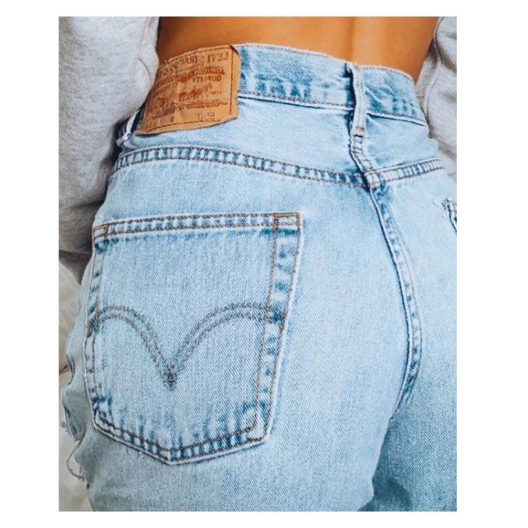 Spodnie jeansy z dziurami damskie w kolorze jasny denim typu rurki 4