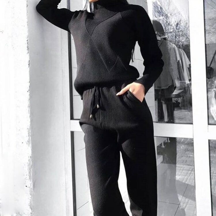 Zestaw damski komplet ze swetrem z golfem i spodniami wiązanymi w pasie czarny
