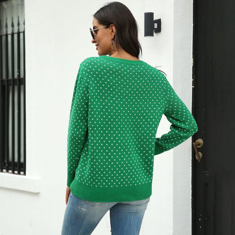 Zielony sweter świąteczny damski z aplikacją renifera tani dzianinowy 2