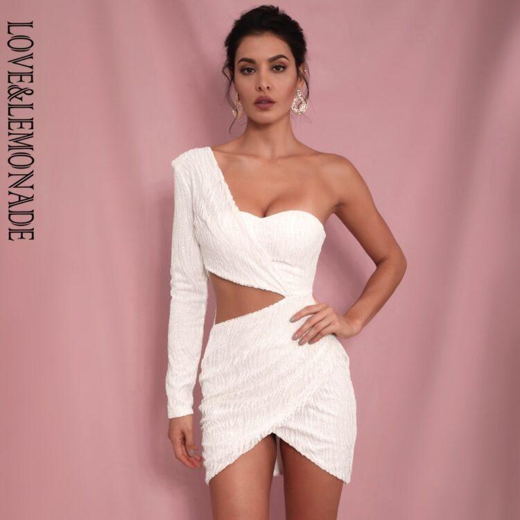 Biała sukienka z wycięciami w talii na jedno ramię