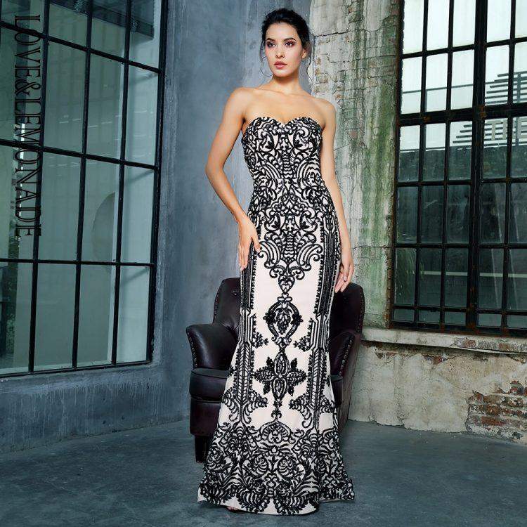 Biało czarna długa sukienka wieczorowa w geometryczne wzory