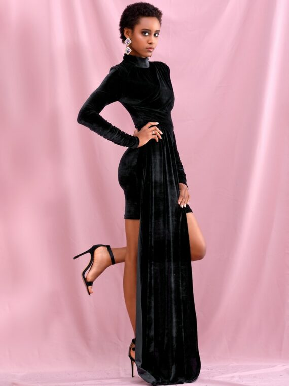 Czarna aksamitna sukienka z golfem i dłuższym bokiem