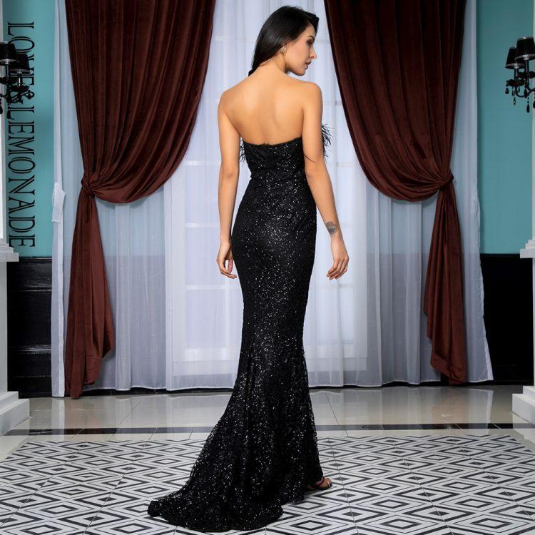 Czarna długa sukienka wieczorowa odsłonięte ramiona z piórami 2