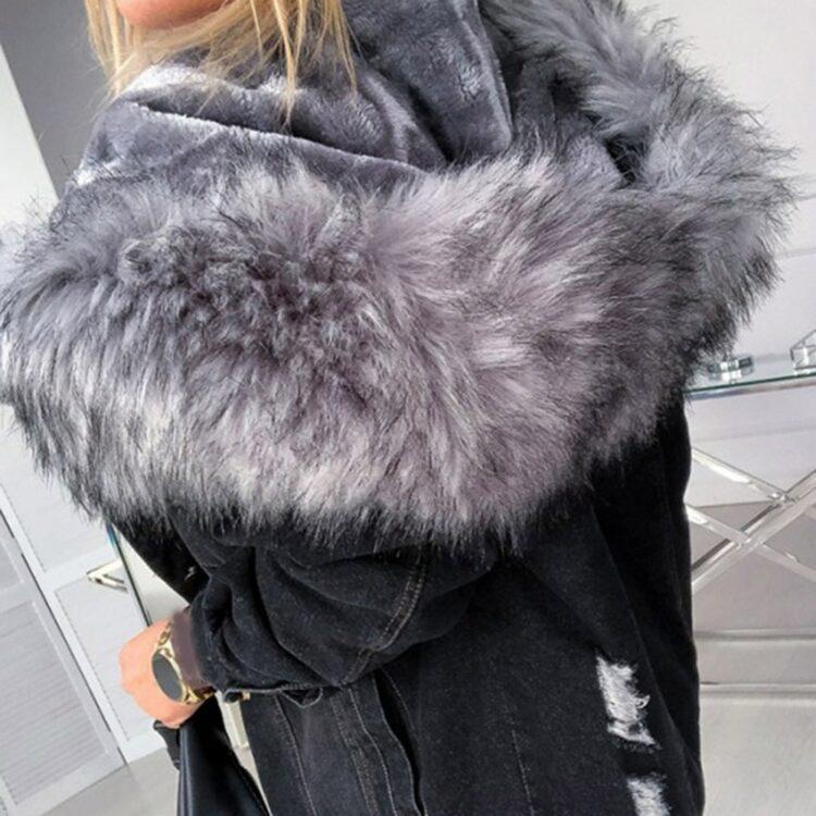Czarna kurtka jeansowa z szarym futerkiem damska 2