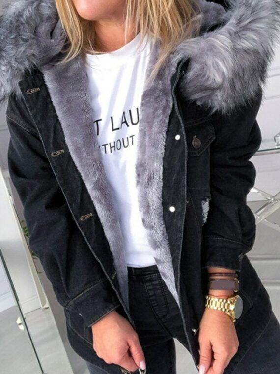 Czarna kurtka jeansowa z szarym futerkiem damska