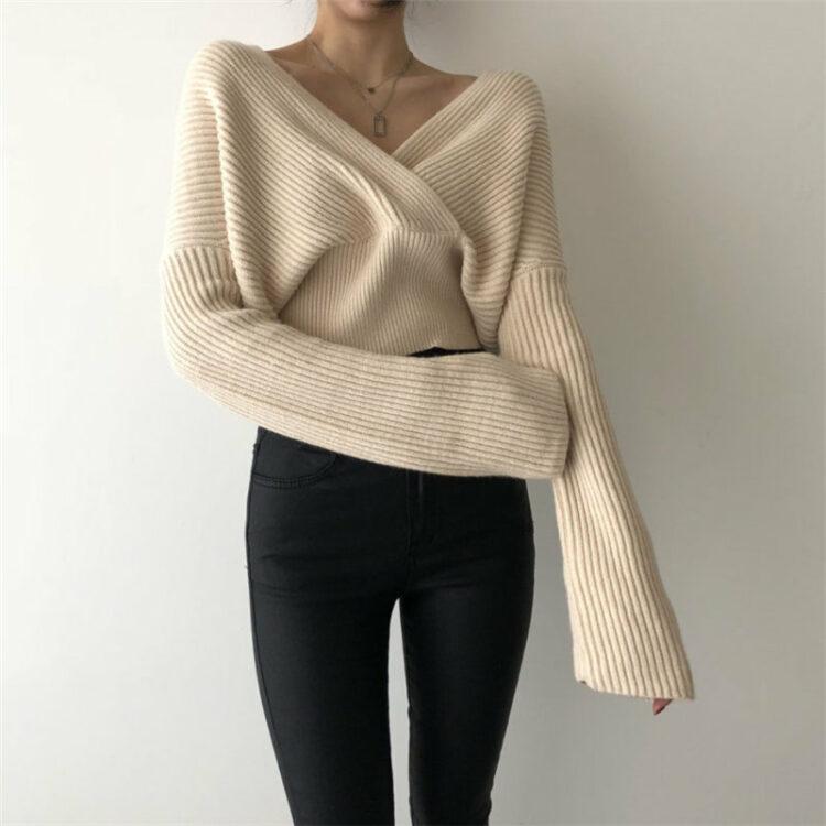 Kremowy sweter damski z dekoltem w serek bez ramion 2