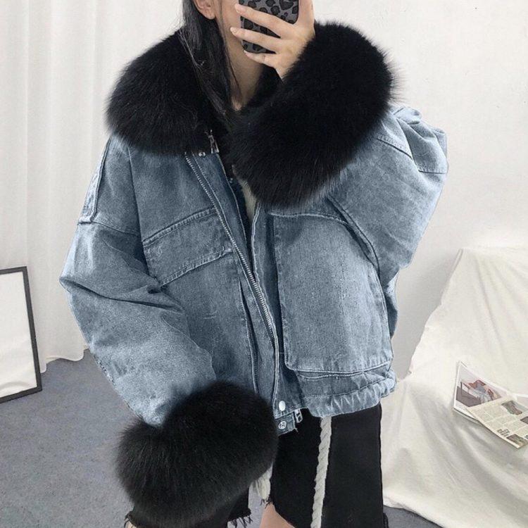 Niebieska kurtka jeansowa z czarnym futerkiem damska