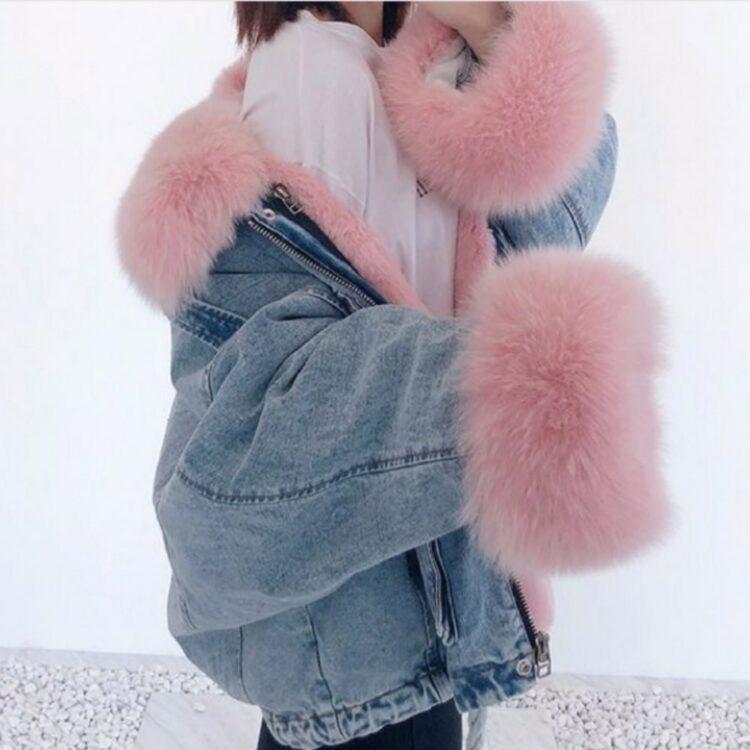 Niebieska kurtka jeansowa z jasno różowym futerkiem damska 1