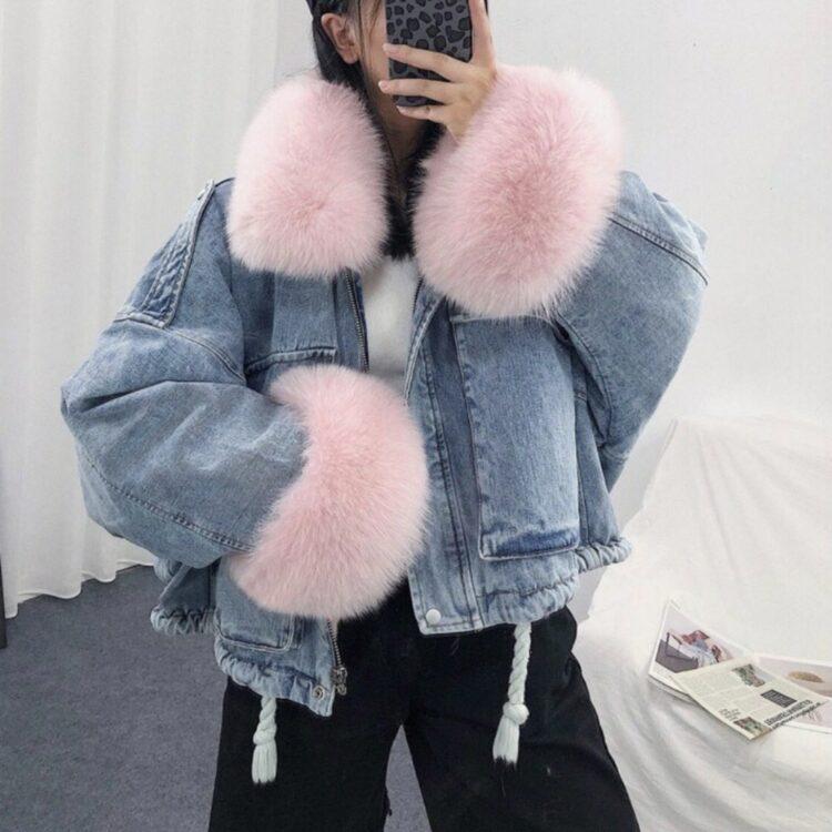 Niebieska kurtka jeansowa z jasno różowym futerkiem damska