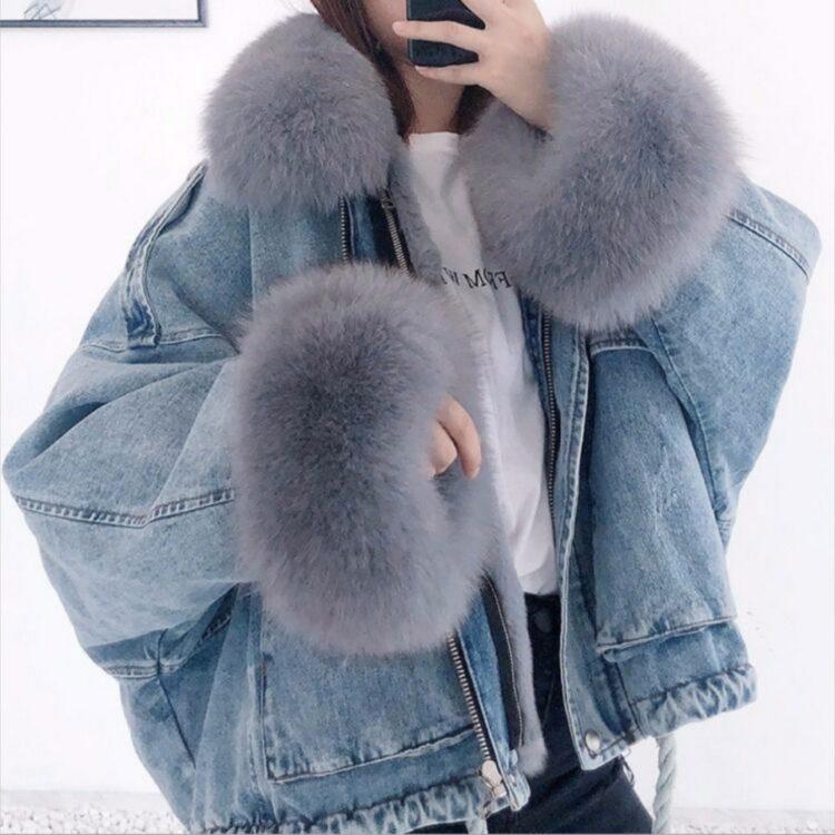 Niebieska kurtka jeansowa z szarym futerkiem damska 1