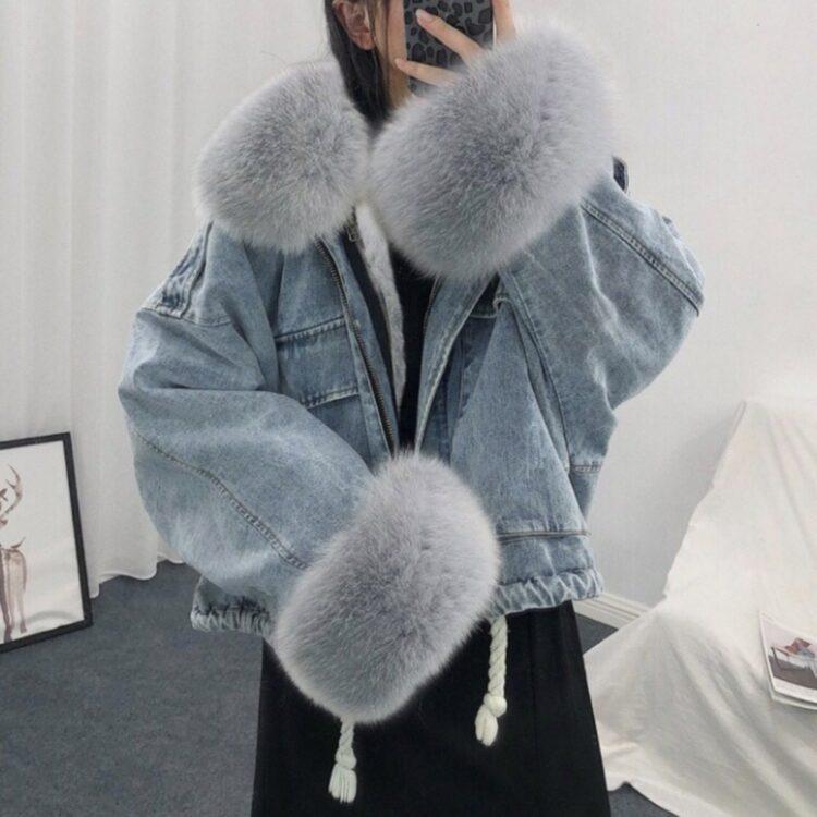 Niebieska kurtka jeansowa z szarym futerkiem damska