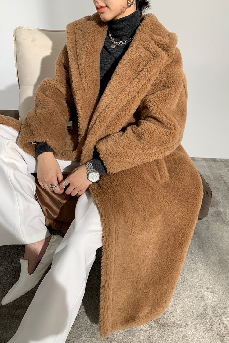 Obszerny karmelowy płaszcz wełniany zimowy z wełny z alpaki 1