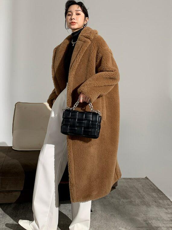 Obszerny karmelowy płaszcz wełniany zimowy z wełny z alpaki
