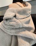 Obszerny kremowy płaszcz wełniany zimowy z wełny z alpaki 2