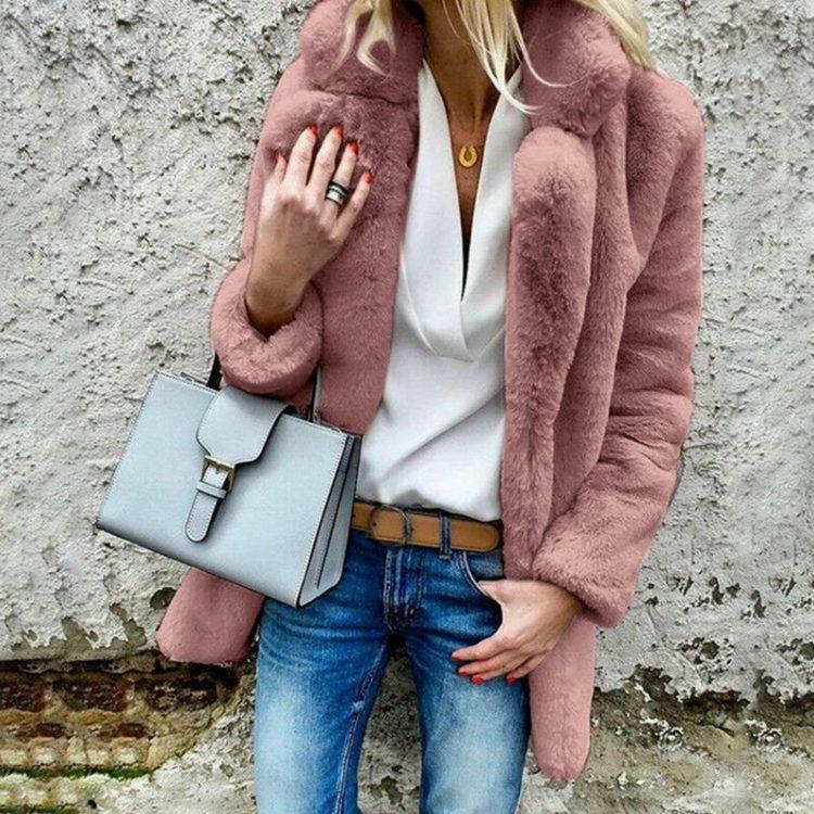Puszysty jasno różowy płaszcz ze sztucznego futra 1