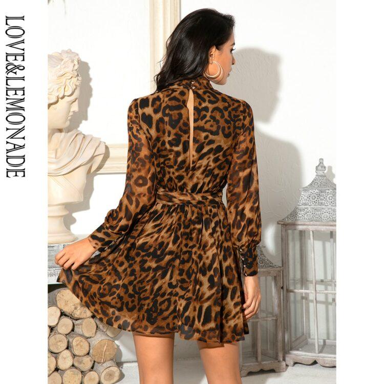 Rozkloszowana sukienka panterka z golfem i wstążką przy szyi 2