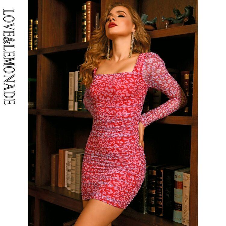 Różowa dopasowana sukienka w panterkę z długim rękawem 1