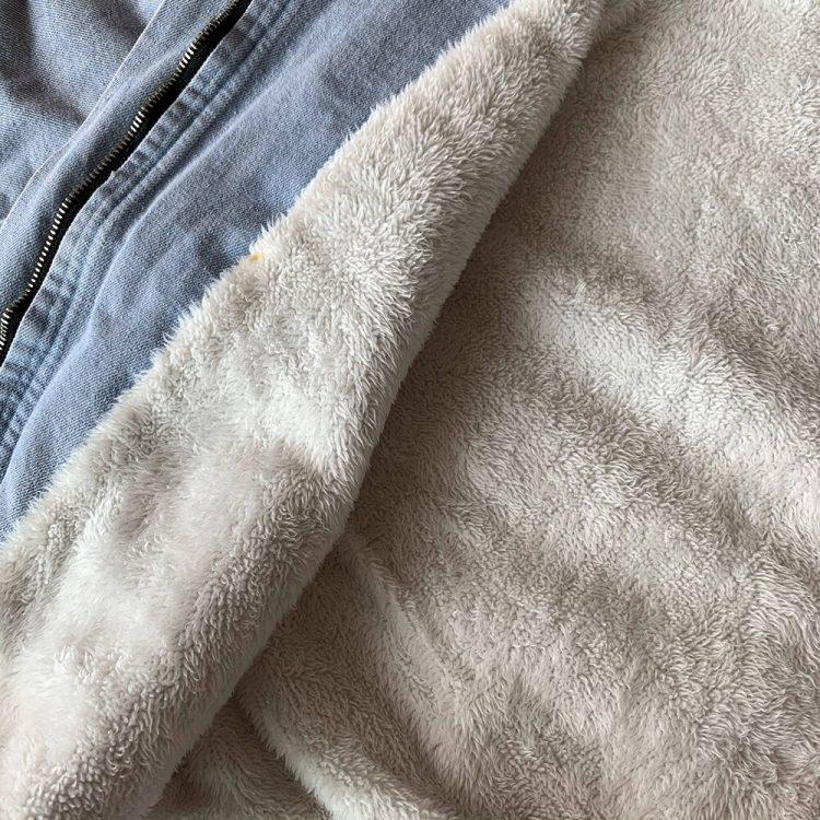 Różowa kurtka jeansowa z białym futerkiem damska 2