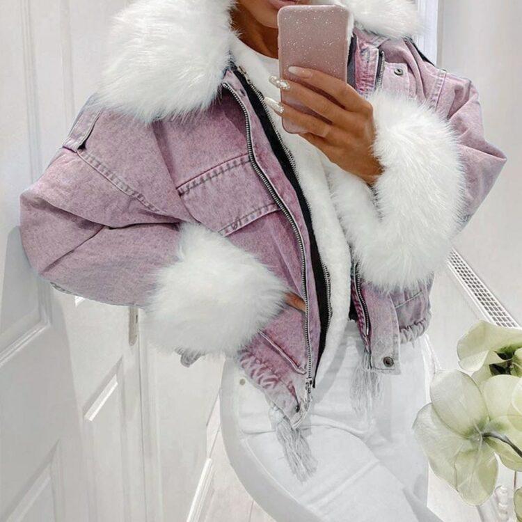 Różowa kurtka jeansowa z białym futerkiem damska