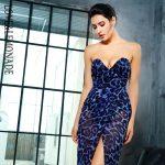 Szyfonowa wieczorowa długa sukienka w niebieską panterkę