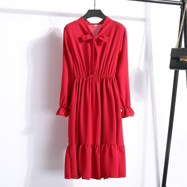 Elegancka czerwona sukienka midi z wiązaniem pod szyją
