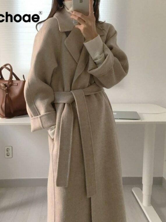 Kobiecy elegancki długi płaszcz wełniany z paskiem