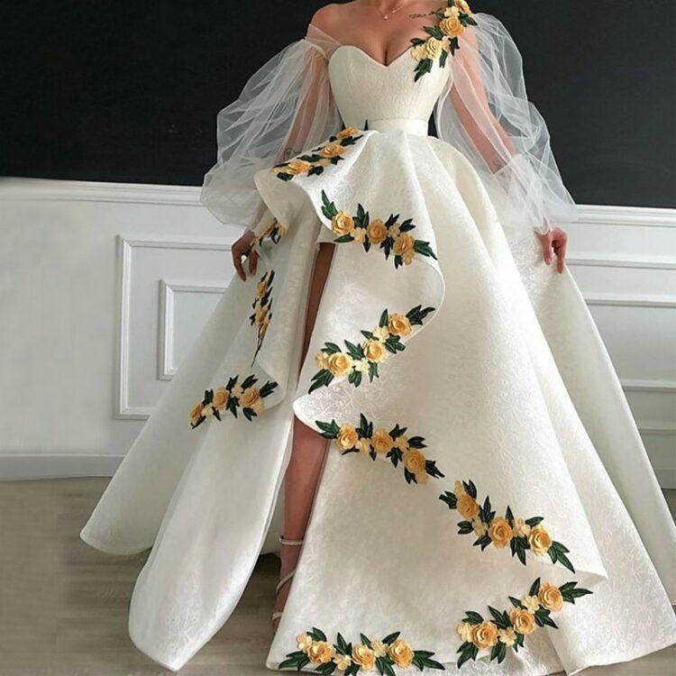 Kremowa suknia ślubna długi rękaw z haftem 1