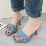 Niebieskie klapki plecione na szpilce pikowane buty 1