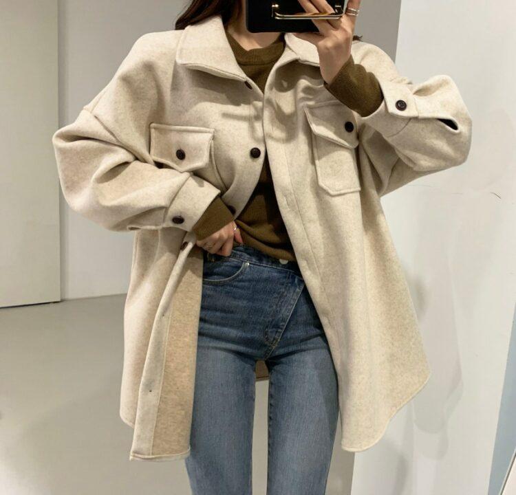 Beżowa kurtka koszulowa damska z paskiem 2