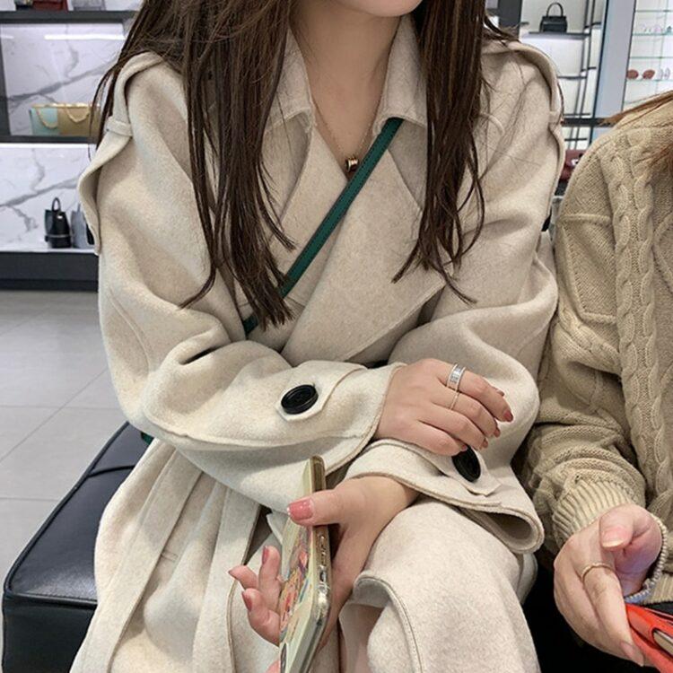 Beżowy płaszcz wełniany damski z paskiem elegancki 1