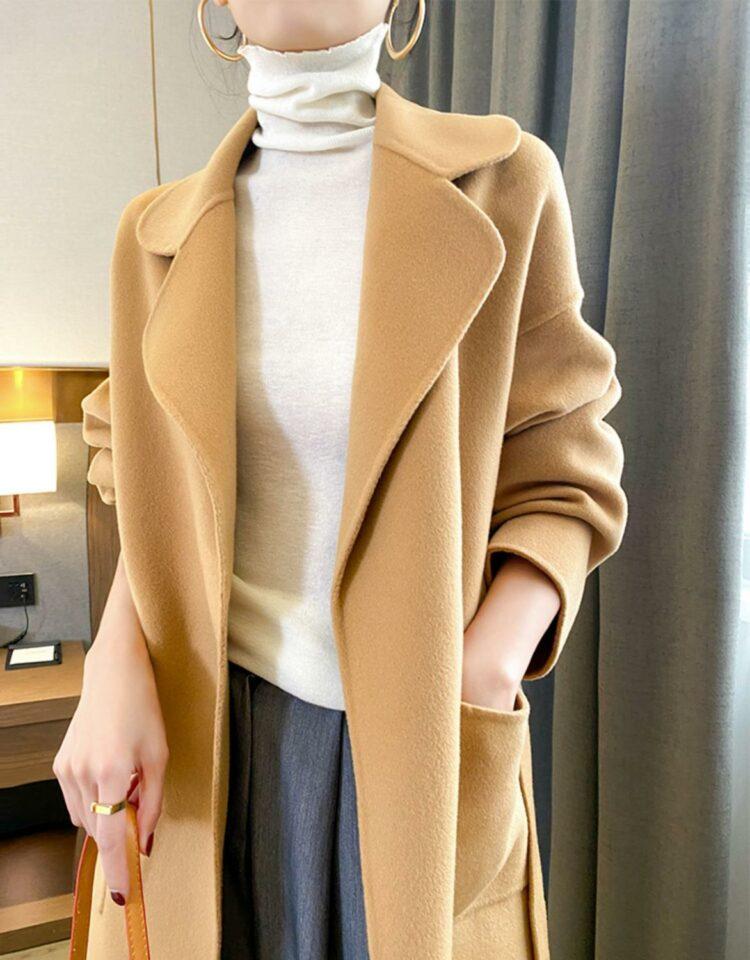 Camelowy płaszcz damski wełniany z kieszeniami