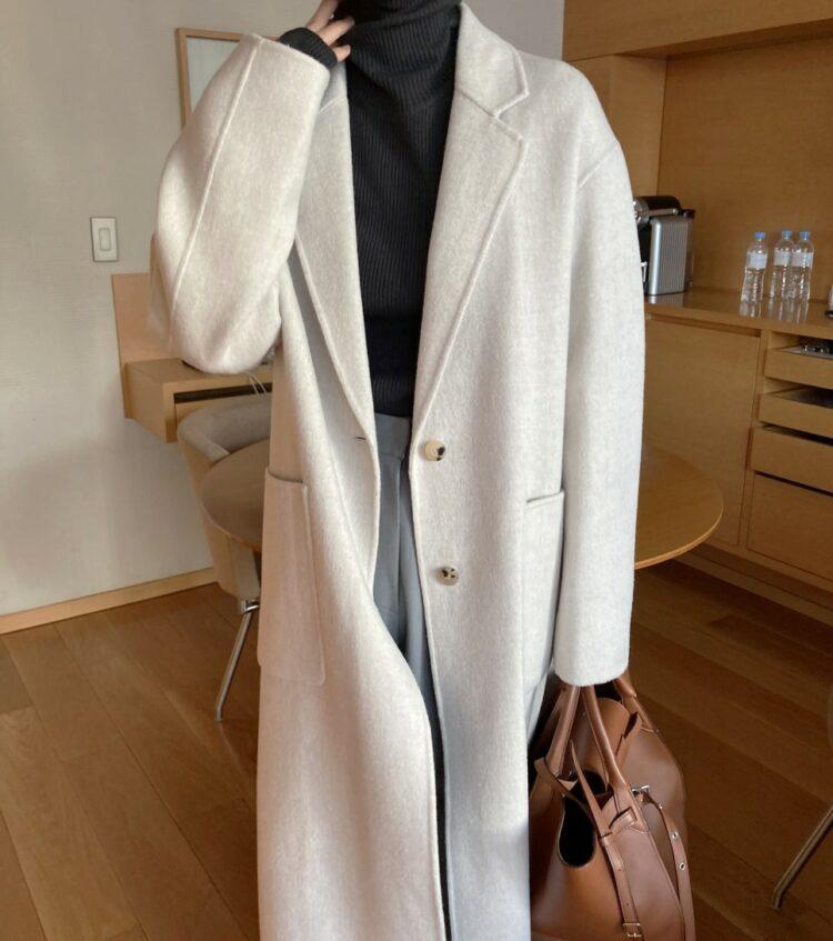 Długi beżowy płaszcz damski wełniany z paskiem 1