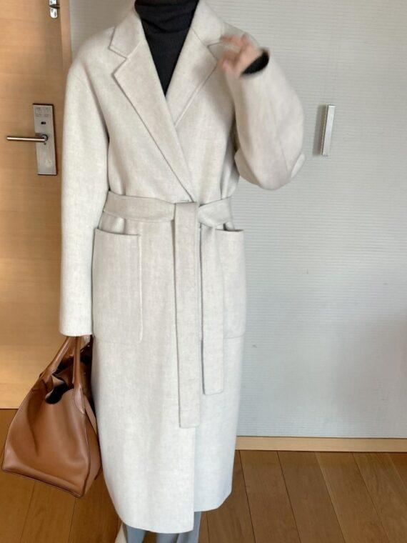 Długi beżowy płaszcz damski wełniany z paskiem