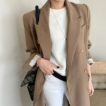 Karmelowy płaszcz wełniany damski taliowany