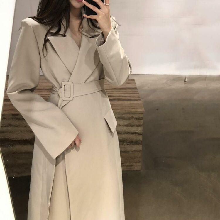 Klasyczny płaszcz wełniany damski beżowy z paskiem 12