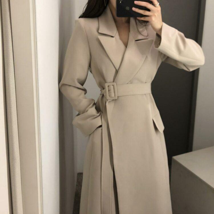 Klasyczny płaszcz wełniany damski beżowy z paskiem