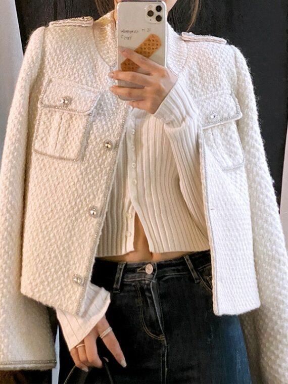 Kremowa tweedowa marynarka damska o krótszym kroju