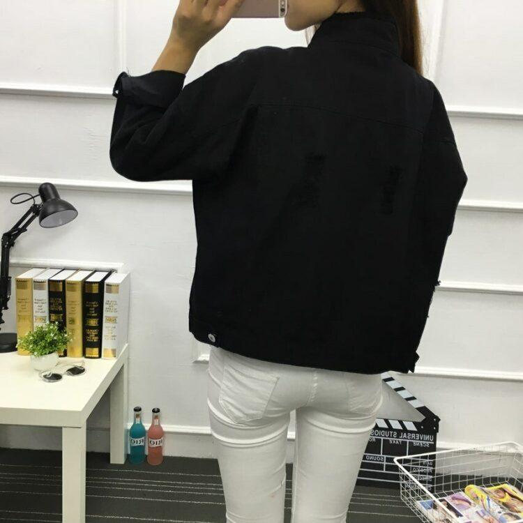 Kurtka jeansowa damska czarna o luźnym kroju 2