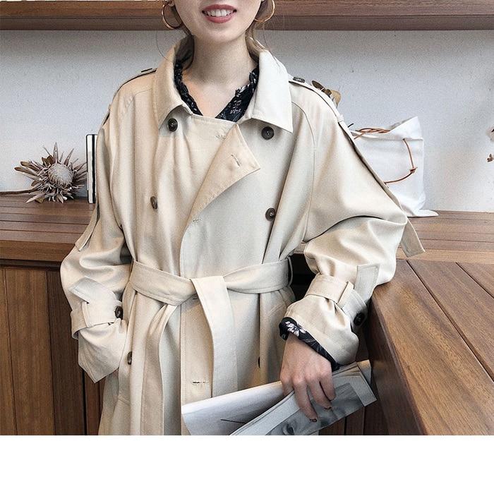 Luźny kremowy płaszcz damski trencz z paskiem 2