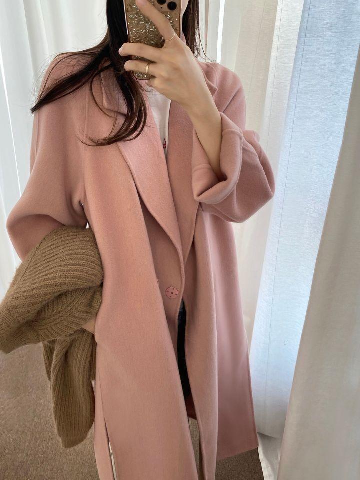 Luźny pudrowy wełniany płaszcz damski z klapami 1