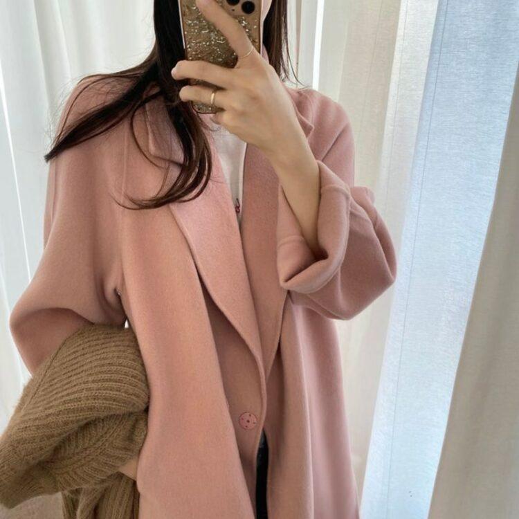 Luźny pudrowy wełniany płaszcz damski z klapami 2