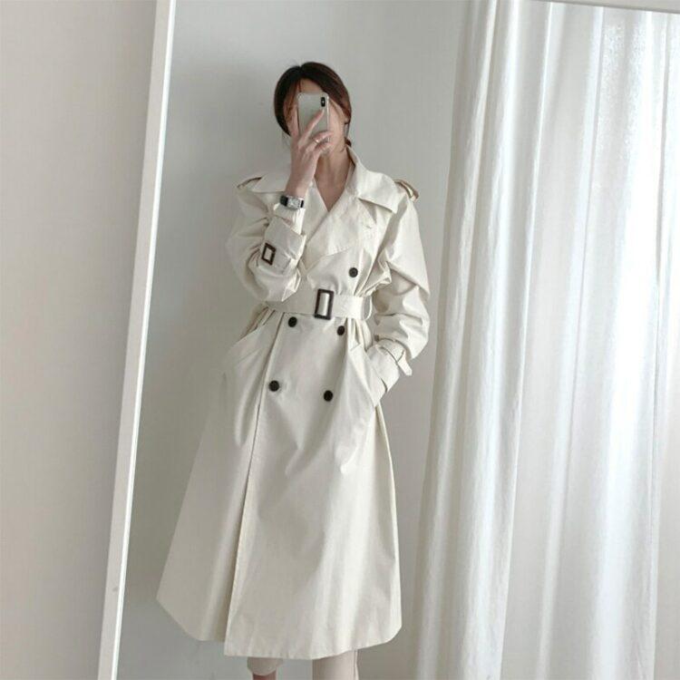 Modny kremowy płaszcz jesienny trencz z pagonami 1