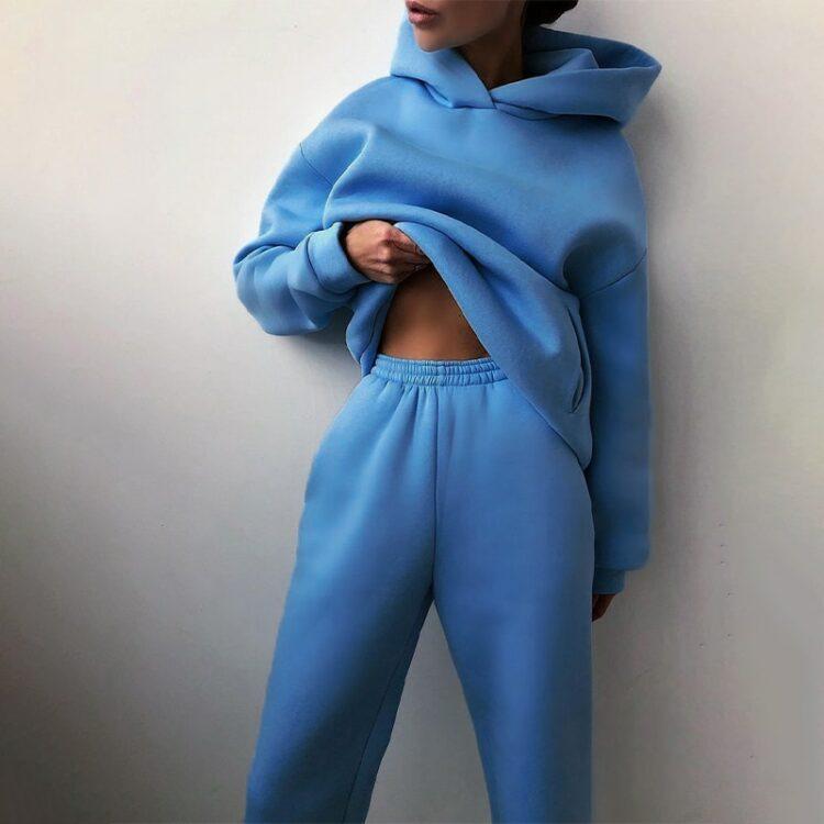 Niebieskie dresy damskie grube z polarem komplet