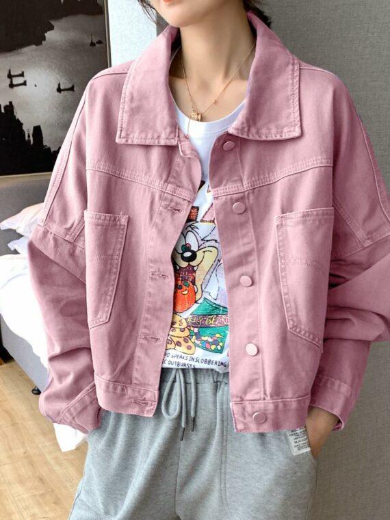 Różowa kurtka jeansowa damska oversize z kieszeniami